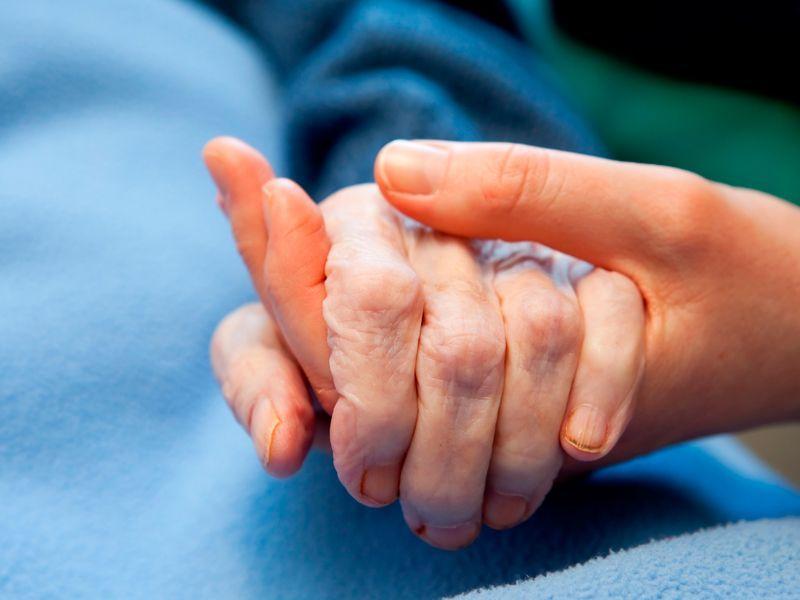 Ayuda-de-enfermos-con-los-cuidados-paleativos Ayuda de enfermos con cuidados paliativos