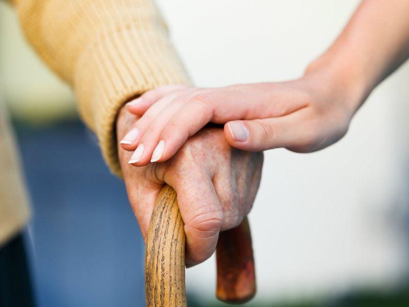 Cuidados-especificos-a-personas-con-alzheimer Cuidados específicos a personas con alzheimer