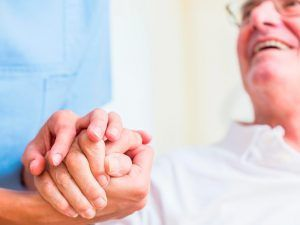 Qué-hacer-si-mi-padre-no-se-deja-cuidar-300x225 ¿Qué hacer si mi padre no se deja cuidar?