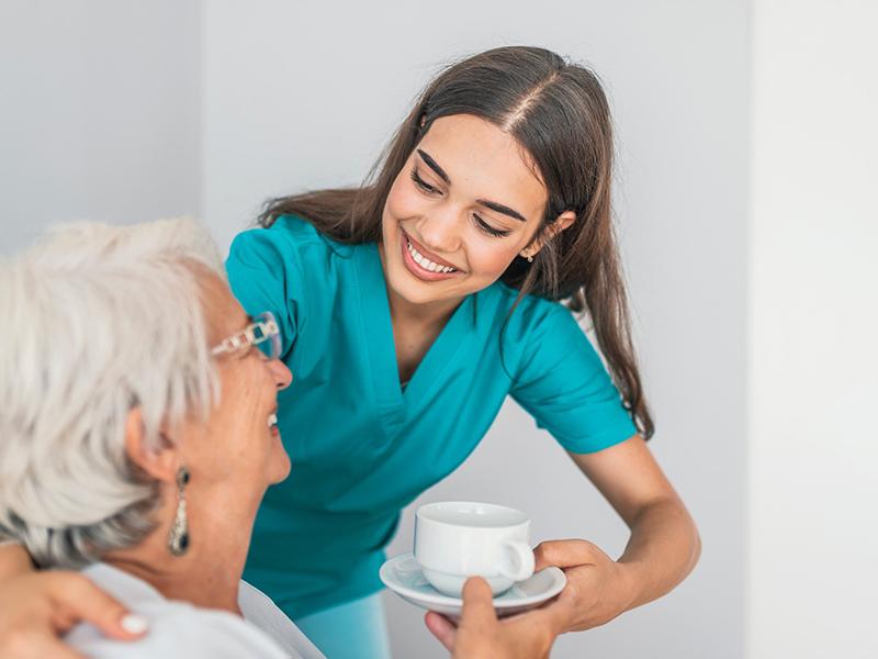 Como-contratar-a-una-cuidadora-de-mayores ¿Cómo contratar a una cuidadora de mayores?